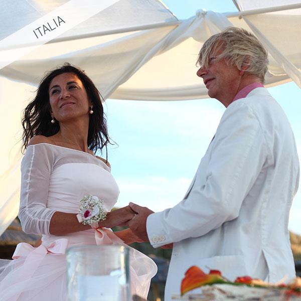 Matrimonio simbolico in spiaggia in Italia